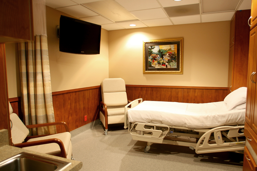 GALLERY 17:  EXTENDED-STAY ROOM  / SURGERY CENTER